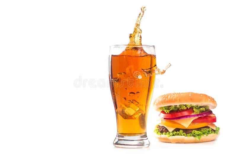Бургер и стекло пива стоковая фотография rf