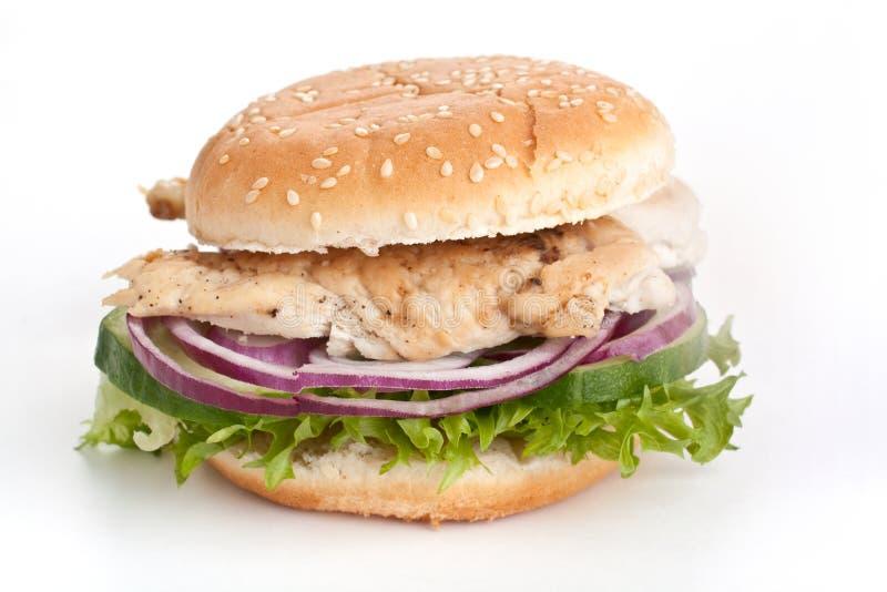 Бургер куриной грудки с луком и салатом стоковые фотографии rf