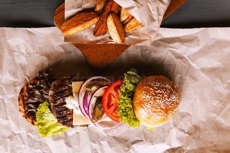 Бургер разложил в свои компоненты стоковая фотография rf