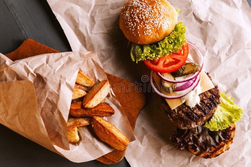 Бургер разложил в свои компоненты стоковое изображение rf