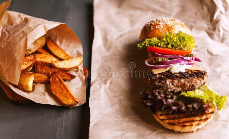 Бургер разложил в свои компоненты стоковое фото rf