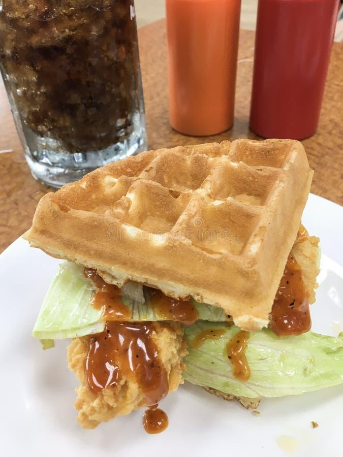 бургер цыпленка waffle стоковые фото
