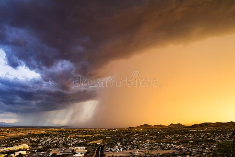 Бурное небо захода солнца стоковое изображение