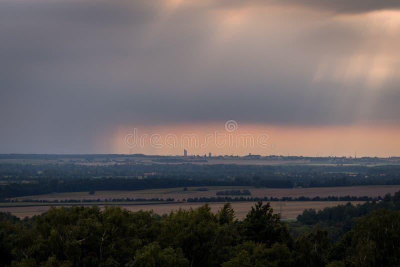 Бурное небо над Лейпцигом стоковые фото