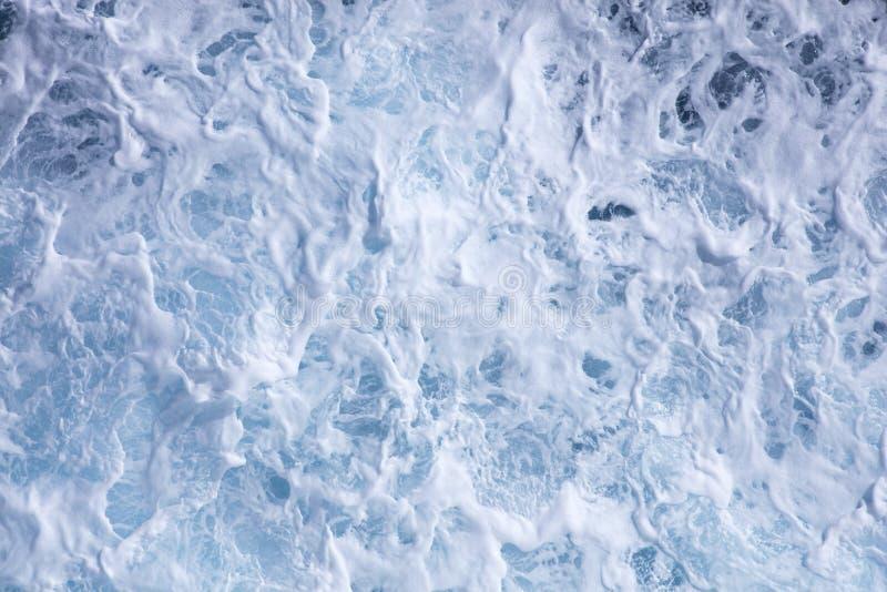 Бурные моря на солнечный день стоковое изображение rf
