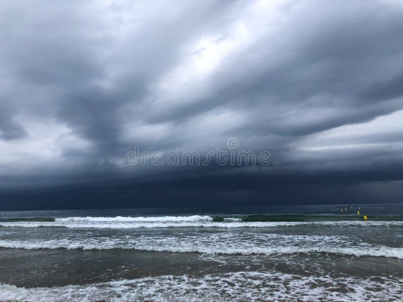 Бурный пляж на среднеземноморском побережье стоковая фотография rf