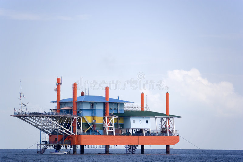 Буровая вышка океана стоковые изображения rf