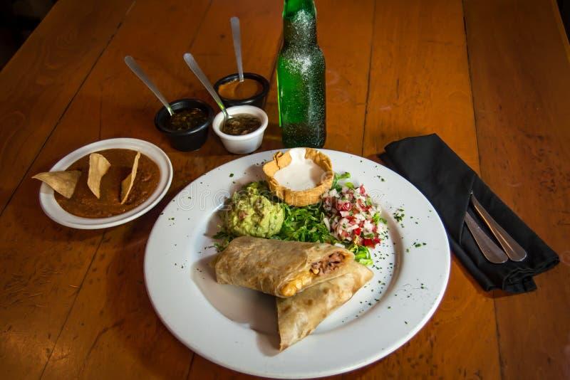Буррито - мексиканская еда стоковые фотографии rf