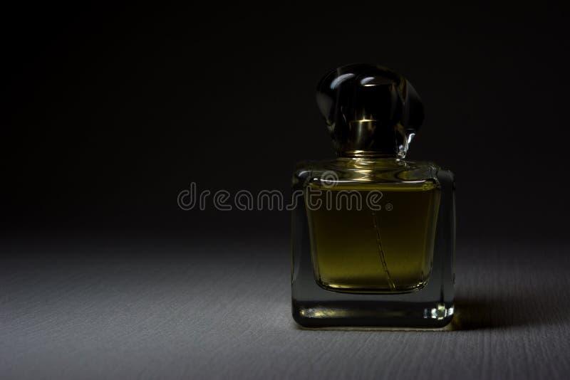 Бутылка дух на красивой предпосылке в тени стоковое фото rf