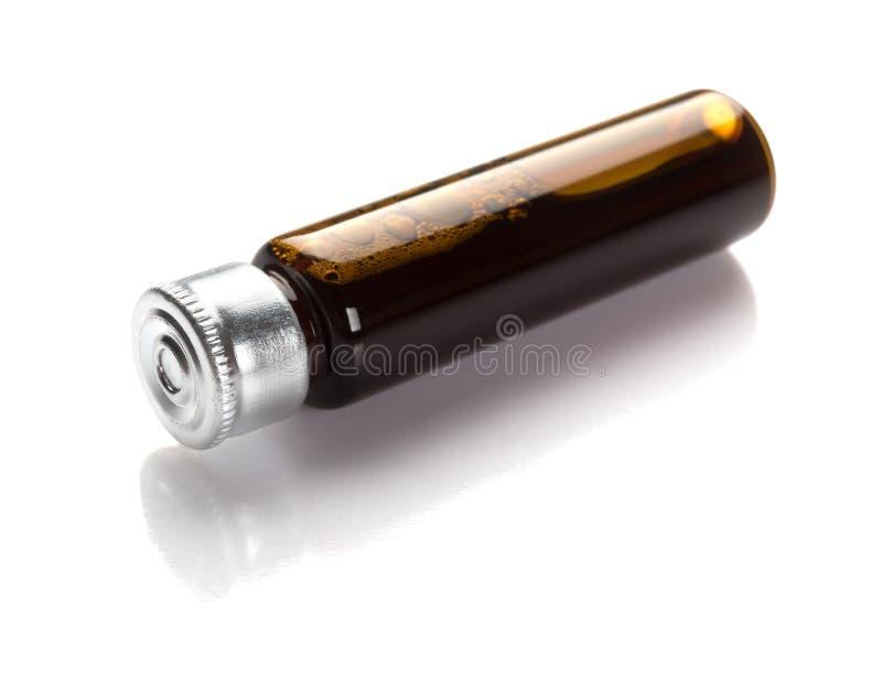 Бутылка жидкостной медицины на белой предпосылке с путем клиппирования стоковые изображения rf