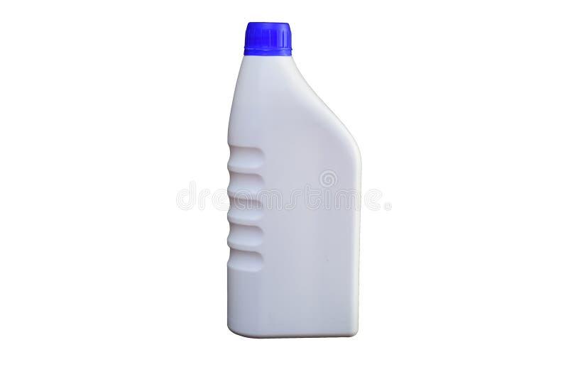 Бутылка масла двигателя на белой предпосылке с путем клиппирования стоковые изображения