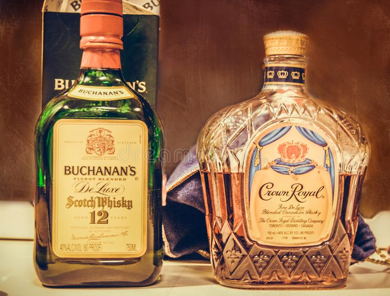 Бутылки вискиа стоковая фотография rf