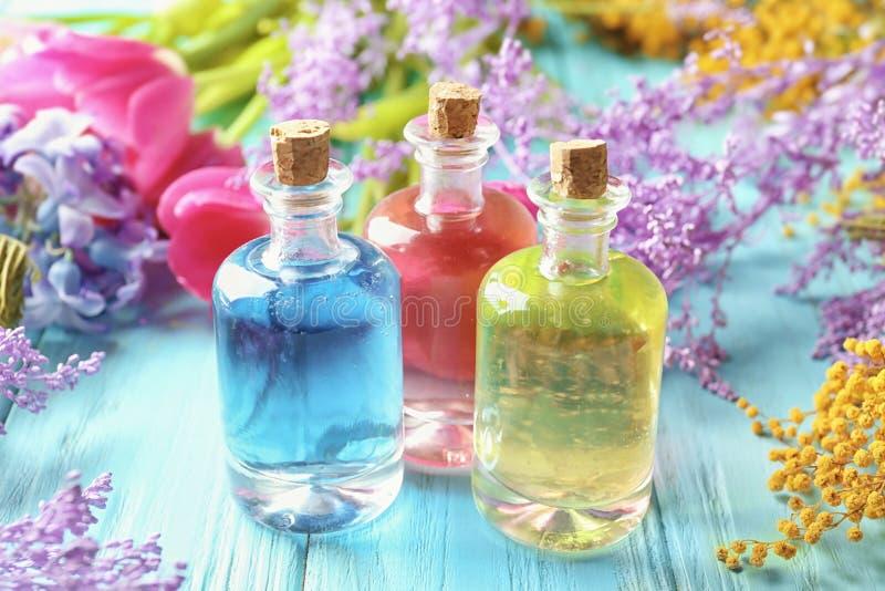 Бутылки с различными маслами дух стоковое изображение