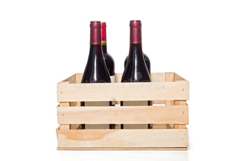 Бутылка вина в деревянной клети стоковые изображения rf
