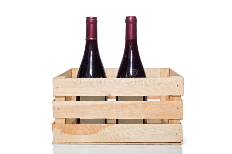 Бутылка вина в деревянной клети стоковая фотография
