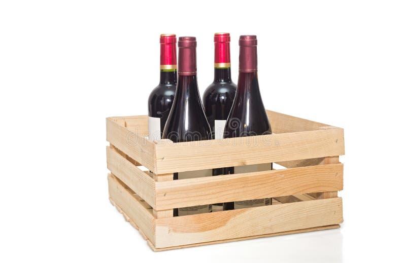 Бутылка вина в деревянной клети стоковые изображения