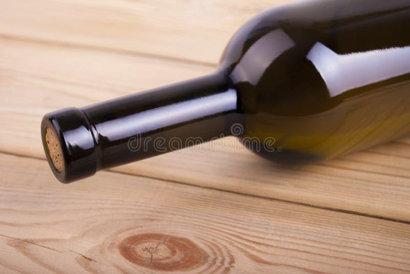 Download Бутылка вина. стоковое фото. изображение насчитывающей деревянно - 37926236