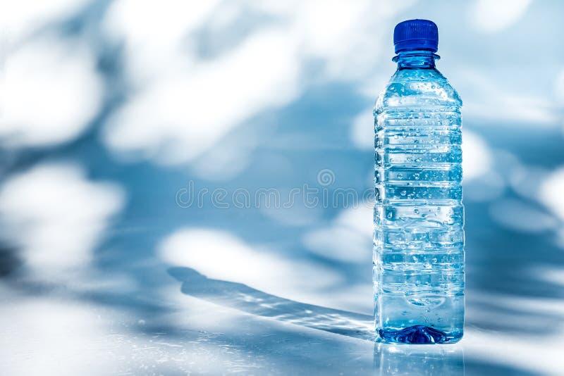 Бутылка воды стоковое изображение