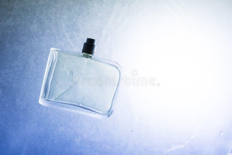Бутылка и вода стоковые изображения rf