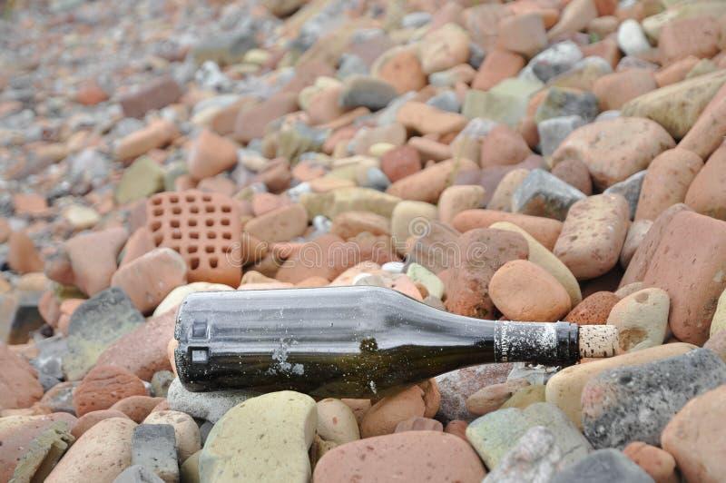Бутылка океаном стоковые фотографии rf
