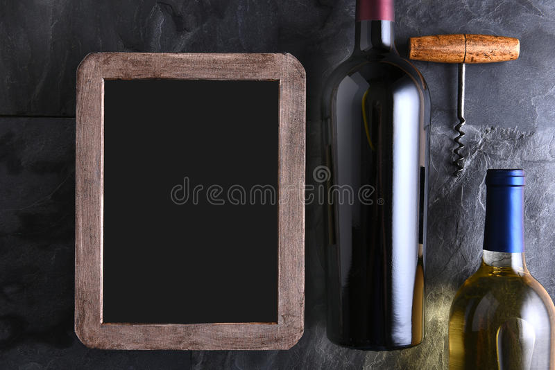 Бутылки вина и пустая винная карта стоковые фотографии rf