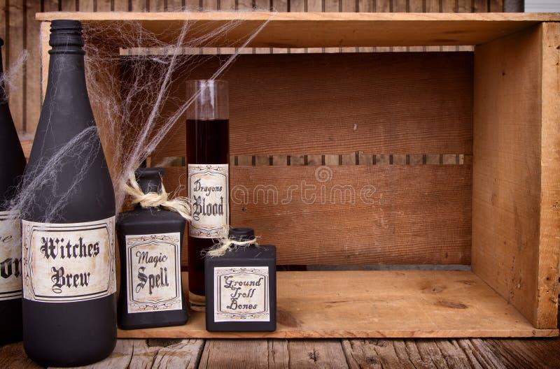 Download Бутылки зелья на деревянных клетях Стоковое Изображение - изображение насчитывающей цвет, секрет: 33731805