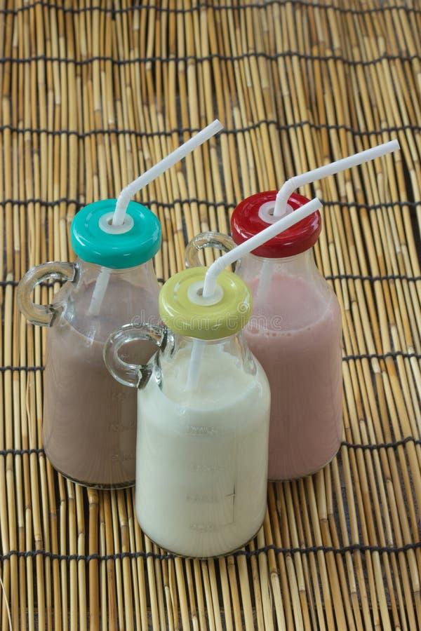 Бутылки клубники, шоколада и парного молока стоковое фото rf
