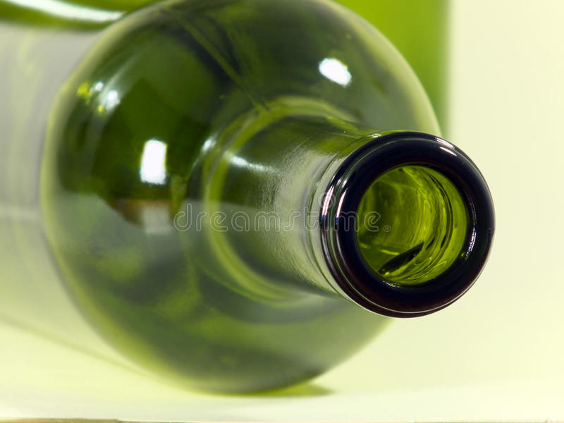бутылки опорожняют вино стоковые фото