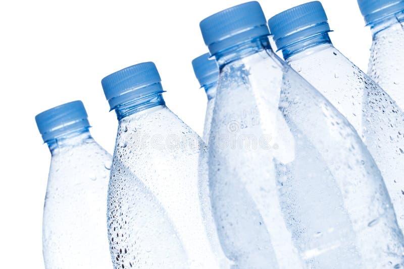 бутылки опорожняют воду стоковое изображение rf