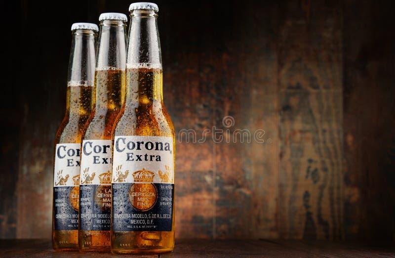 Бутылки пива короны дополнительного стоковая фотография rf
