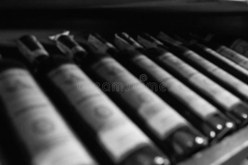 Бутылки предпосылки вина Изображения запачканы стоковое фото rf