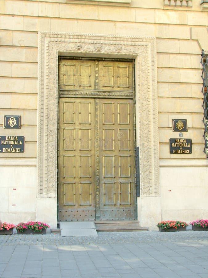 Бухарест - дверь национального банка Румынии стоковые изображения rf