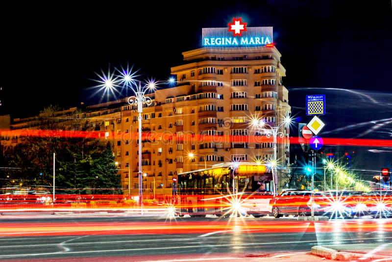 Бухарест, Румыния - 01 04 2017, следы ночи, Регина Мария стоковые изображения