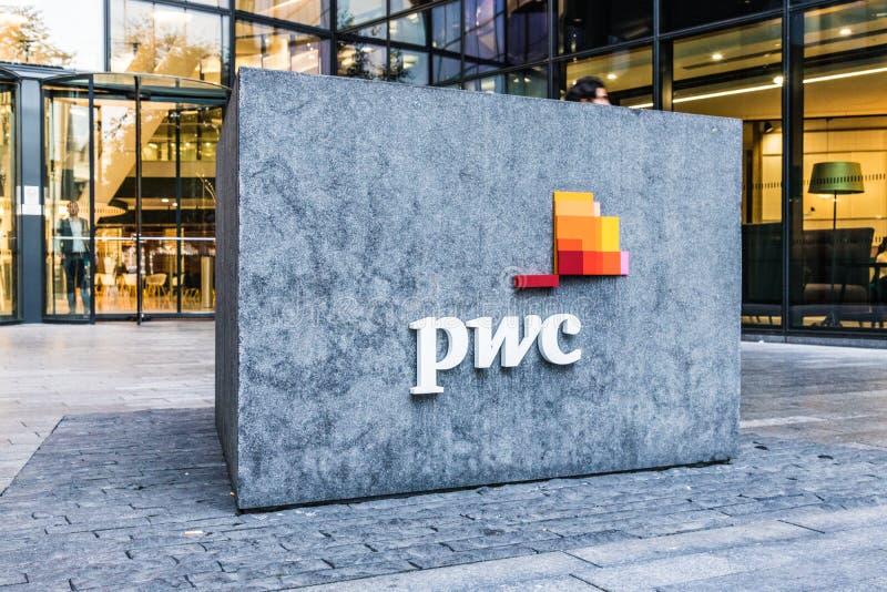 Бухгалтеры и консультанты PWC в Лондоне стоковая фотография