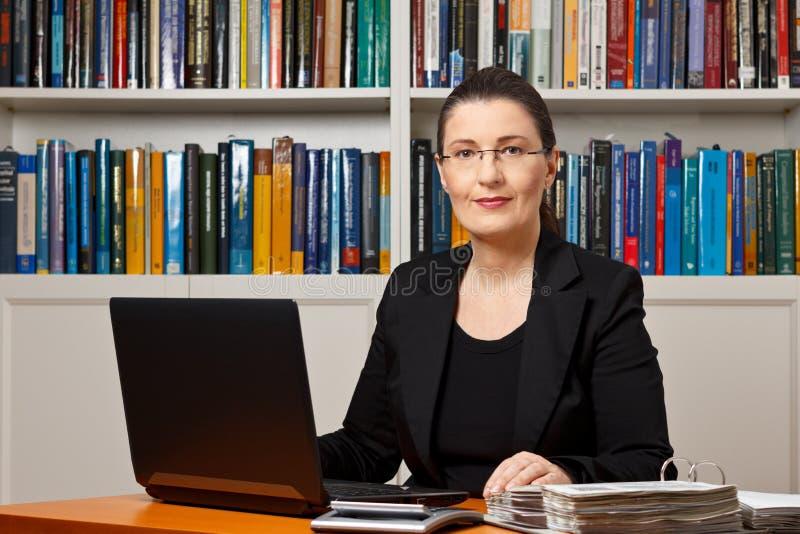 Бухгалтер советника консультанта налога финансовый стоковая фотография rf