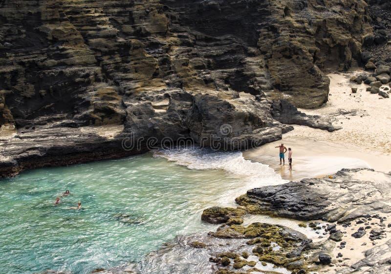 Бухточка пляжа Halona, Гонолулу, Оаху Гавайи стоковые изображения rf
