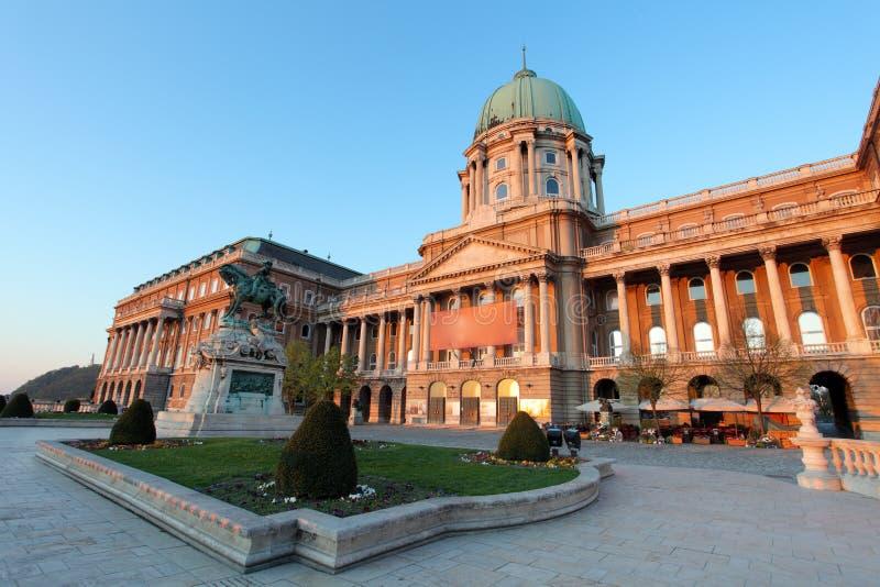 Будапешт, замок Buda или королевский дворец с статуей лошади, Венгрией стоковые фотографии rf