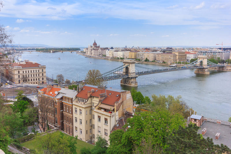Будапешт, цепной мост и здание парламента стоковые фото