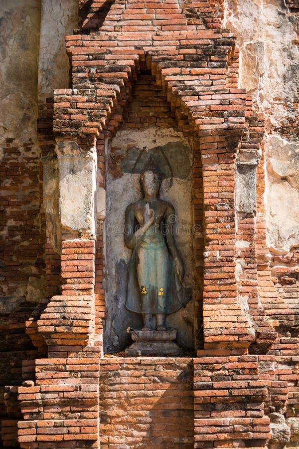 Будда в старой пагоде на ayutthaya, Таиланде стоковые фото