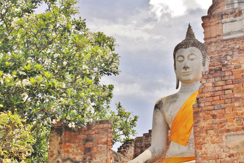 Будда отображает, Wat Yai Chai Mongkol, Ayutthaya, Таиланд стоковая фотография