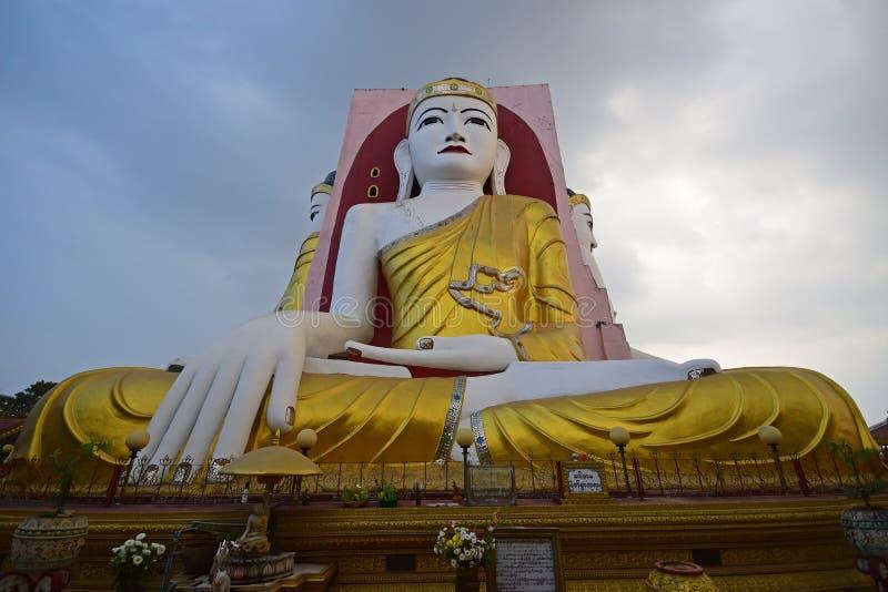 Будда пагоды Bago каламбура Kyaik в размышлять позиция стоковые изображения