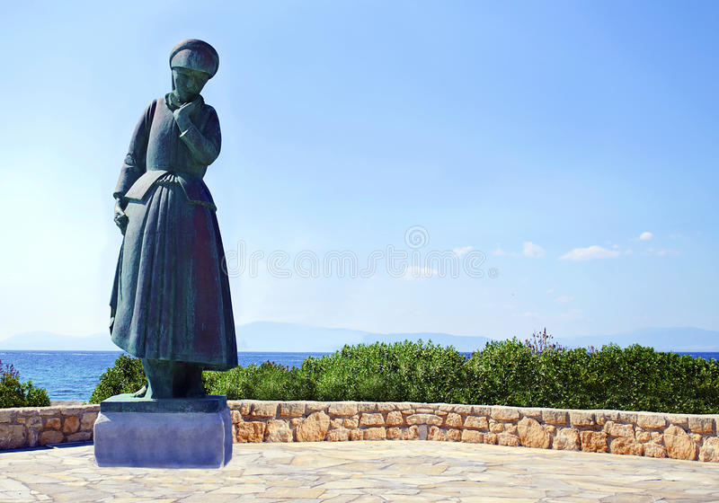будет матерью статуи в Aegina Греции стоковые фото