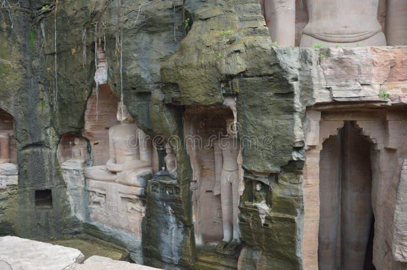 Буддийский висок в пещерах около Gwalior стоковое изображение