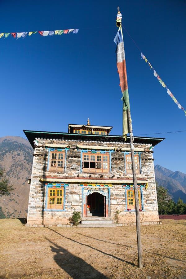 Буддийский монастырь или gompa в деревне Kharikhola стоковая фотография rf