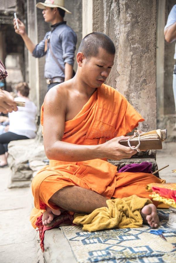 Буддийский монах в Angkor Wat стоковые изображения rf