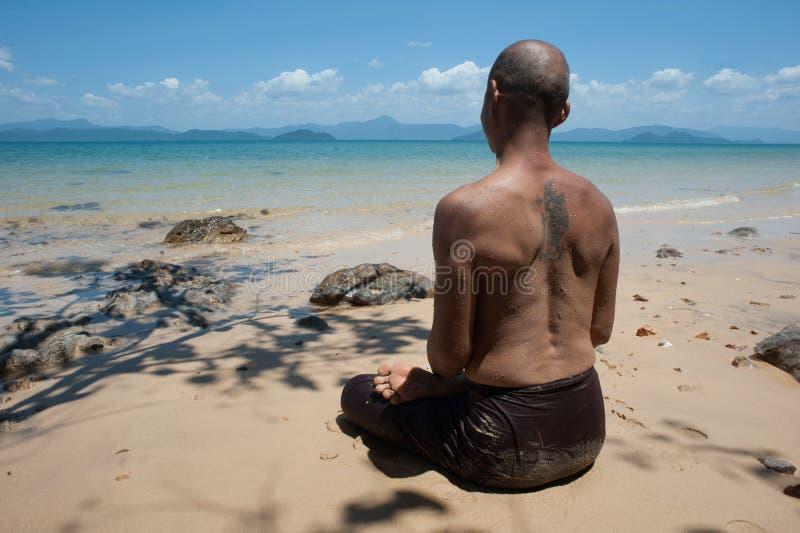 Буддийское монах meditating стоковое фото rf