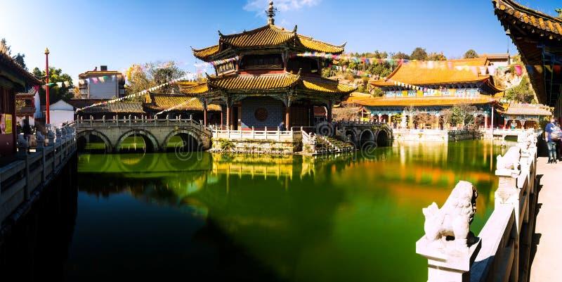 буддийское yuantong виска kunming фарфора стоковые фотографии rf