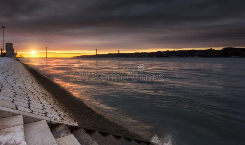Будить Лиссабона, восхода солнца и солнечности на Лиссабоне стоковые изображения