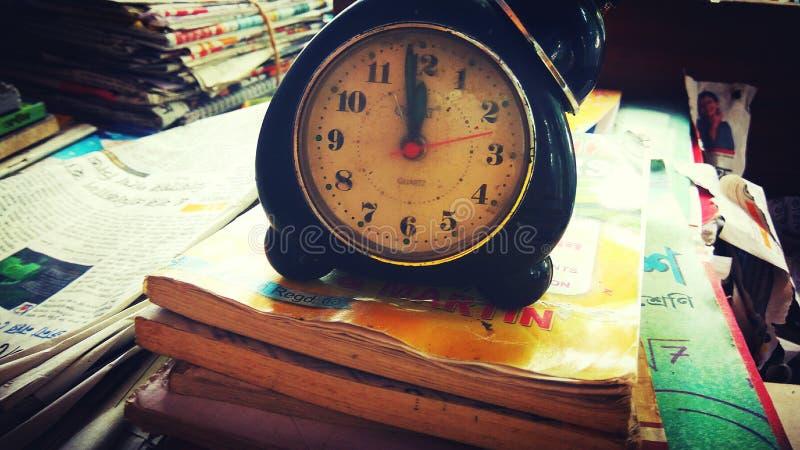 будильник старый стоковые изображения rf