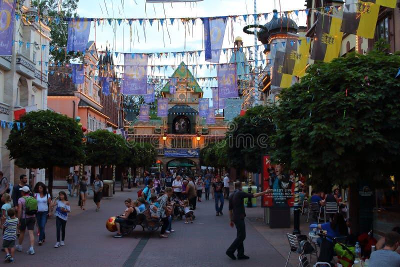 Бульвар тематического парка живой к ноча стоковая фотография